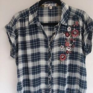womens button front top size med